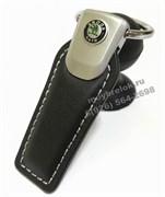 Брелок Шкода для ключей кожаный (q-type), выпуклая эмблема